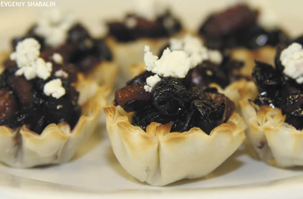 Spicey Fruit Chutney with Blue Cheese